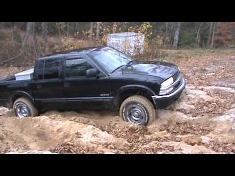 2001 S 10 4 Door Sand Hill Climbing Attempt 2