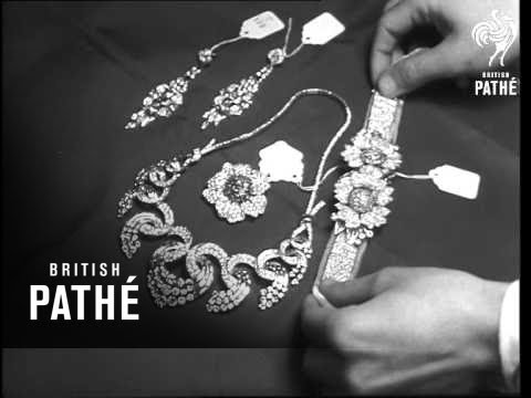 Egyptian Crown Jewels On Show Before Auction Sale (1954)