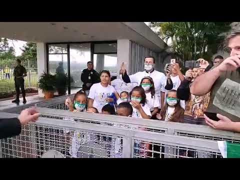 Crianças fazem pedido ao Presidente Bolsonaro. Não ao aborto.