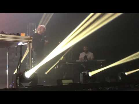 Gareth Emery and Emma Hewitt tribute to Avicii live at Laserface Las Vegas Mp3