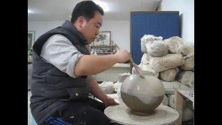 정인석 도예연구소- 정인석 도예가 청자토로 만든 항아리에 화장토 바르기Korea Ceramic, Korea Pottery, Korea Ceramic Art