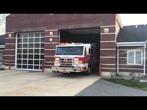 James City County Fire Department Engine 21 Responding