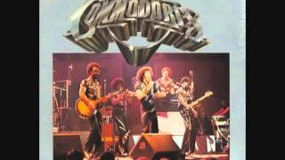 Commodores  -  Too Hot To Trot!!