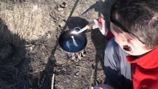 Жарим рыбу на печке щепочнице