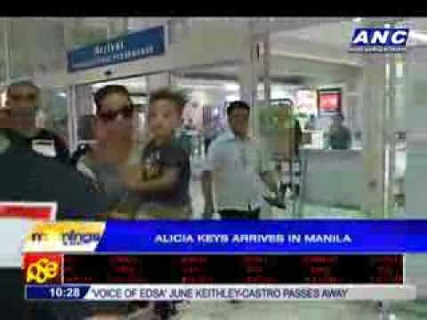 Alicia Keys arrives in Manila
