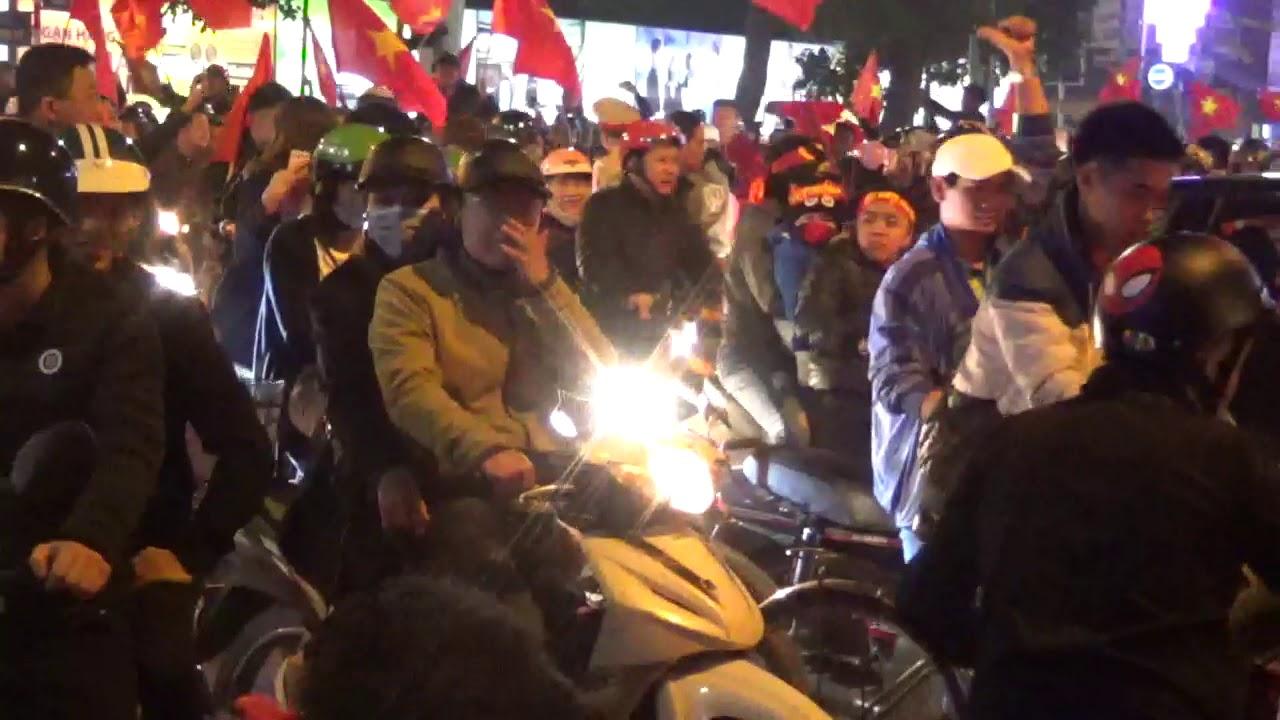 Việt Nam vô địch bóng đá - Hà Nội xuống đường ăn mừng chiến thắng