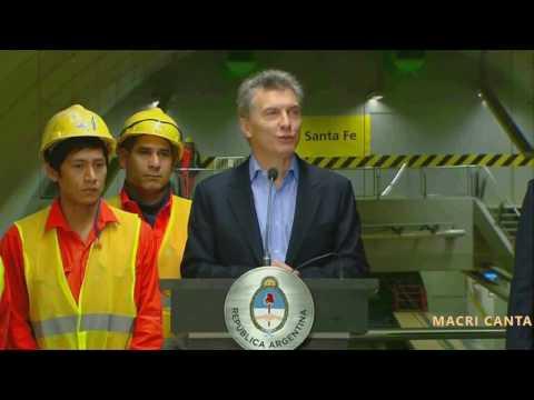 Macri cantando Súbeme la radio cover Enrique Iglesias