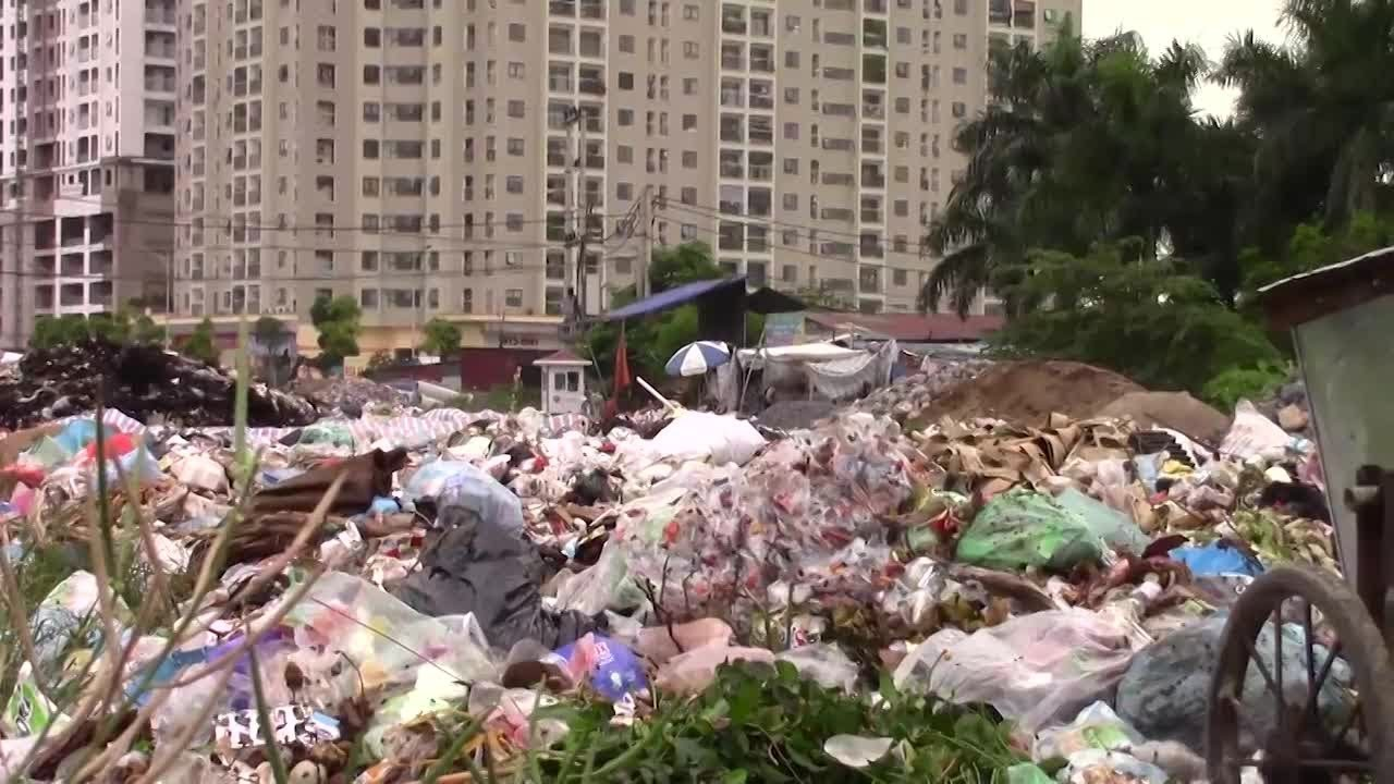 Hà Nội: Khu đô thị Nam An Khánh ngập trong rác thải
