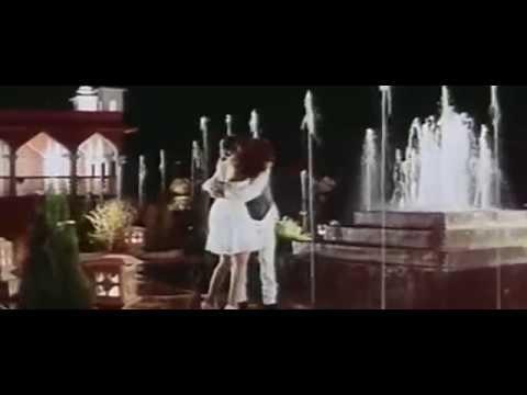Aadhi Raat Ko (Sexy Bollywood Song HD)-Jung-Rambha& Ajay Devgan