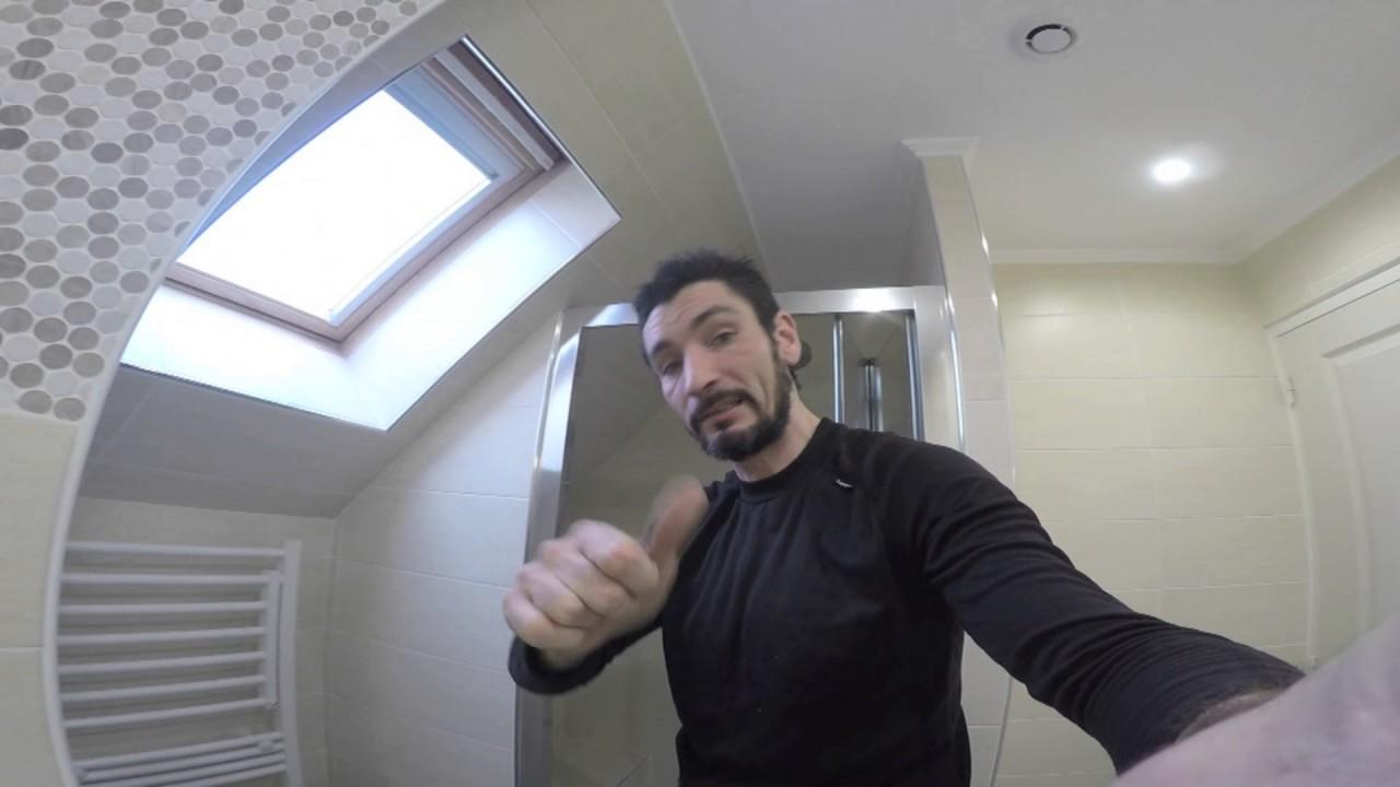 R novation d 39 une salle de bain en sous pente r alis e par - Cout d une salle de bain ...