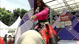 "Dinda feat Elvy Zubay "" Sik Asik "" - Gentara Jonggol (15/5)"