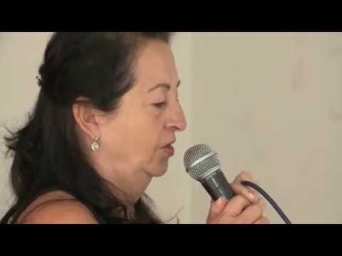 Idosos se divertem com karaokê em Centro de Convivência de Londrina