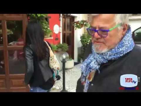 Ugo Conti al Ristorante 'Al Faggio' con una splendida morettina