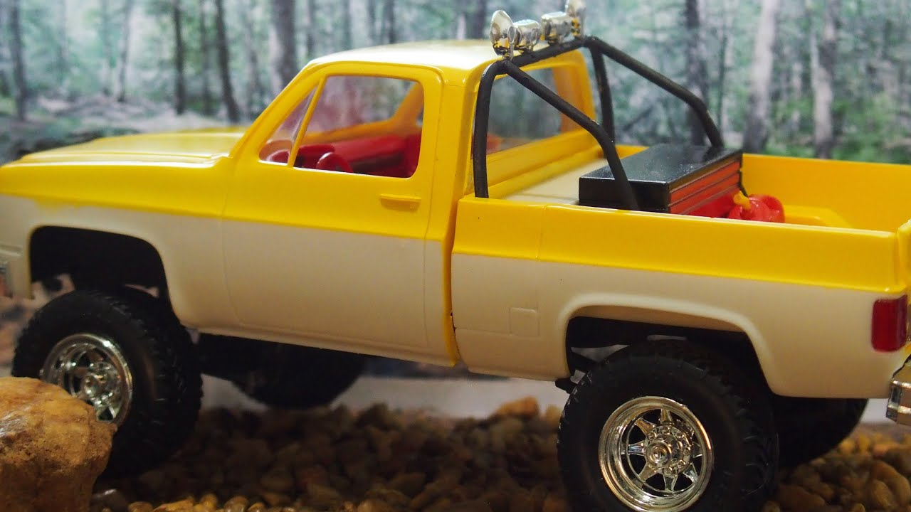 1984 GMC pickup MPC Deserter model Unboxing and Build with ...