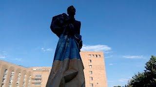 Տեղի ունեցավ Արամ Մանուկյանի արձանի բացումը. ներկա էր նաեւ վարչապետը