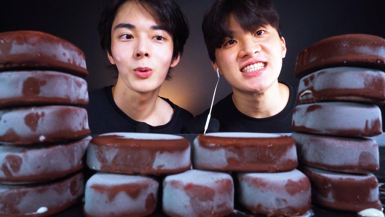 ASMR MUKBANG CHOCOLATE CAKE ICE CREAM DESSERT RACE MUKBANG 초콜릿 아이스크림 티코 게스트먹방咀嚼音 チョコレーEATING SOUNDS