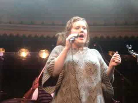 ADELE LIVE : Chasing Pavements