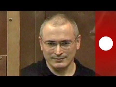 Kremlin critic Mikhail Khodorkovsky out of prison after pardon by Putin