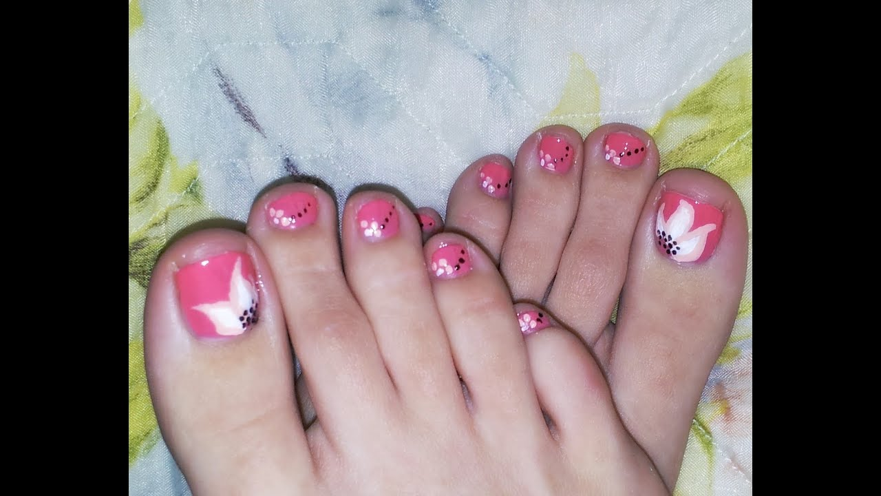 summer toenail design