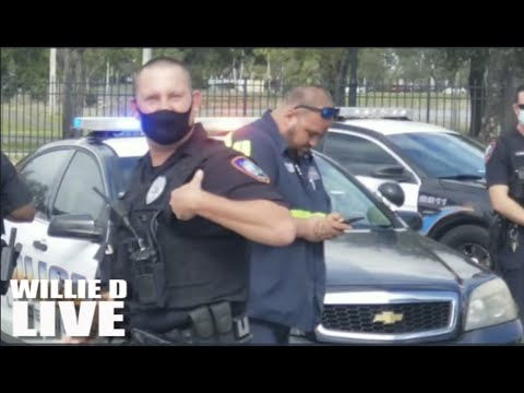"""Black Man Doesn't Back Down! Tells Cop """"Get Your A** Back To Work!"""""""