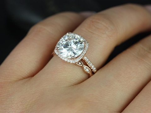 Merveilleux Cushion Cut Engagement Rings And Wedding Band