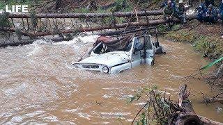 Девять человек утонули в УАЗе в Тыве
