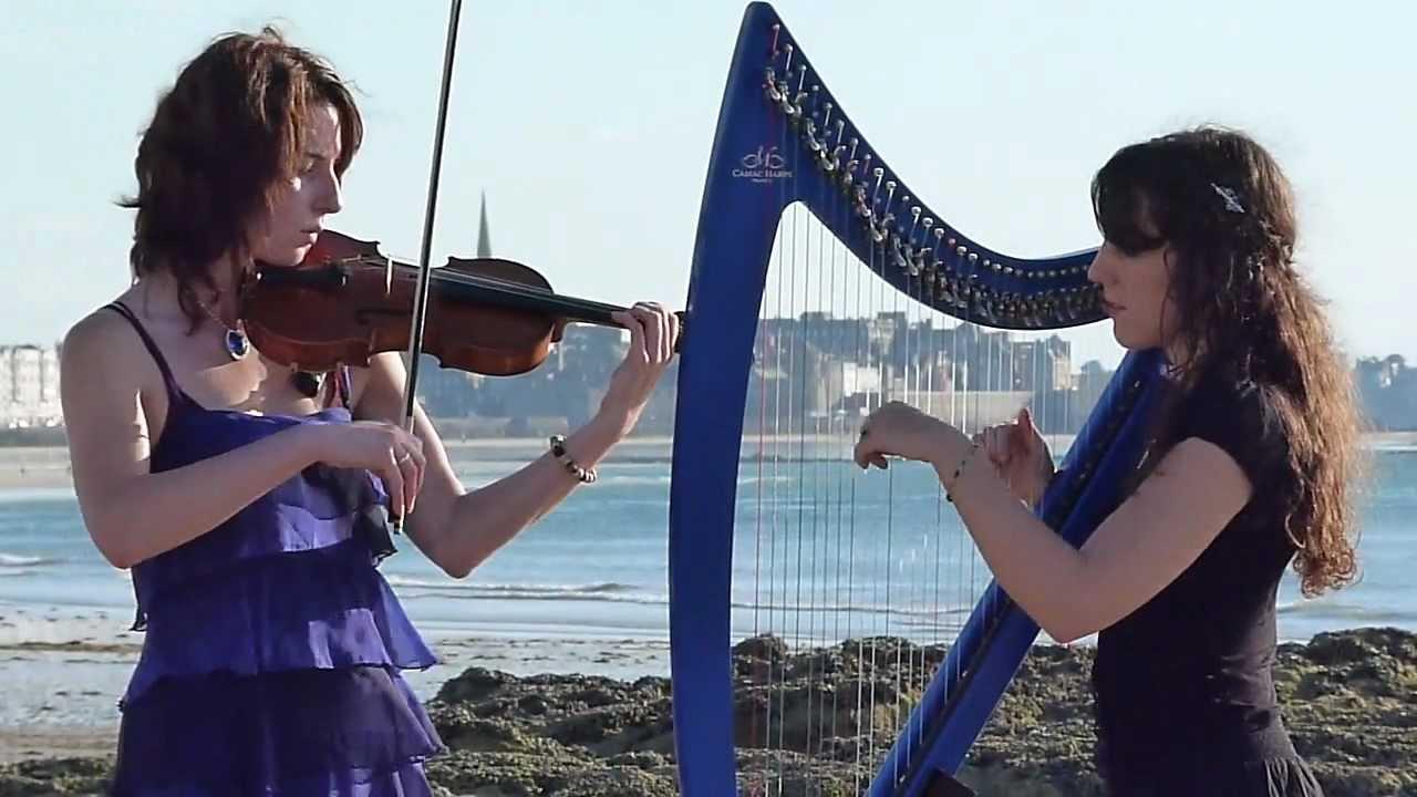 bretagne elle joue de la harpe sur