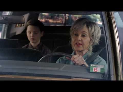 Meemaw drives Young Sheldon to College - Young Sheldon S01E19
