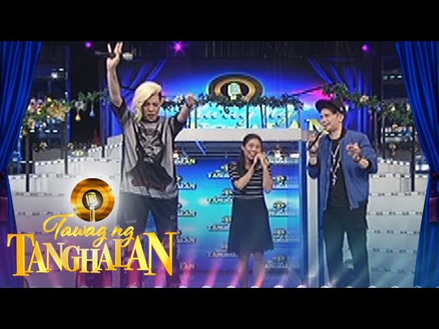 Tawag ng Tanghalan: Vice plays with his bracelet