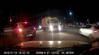 ДТП в Тюмени на Московском тракте. Ниссан Тиида на перекрестке. Есть мат.
