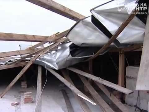В Вологде ветром сдуло крышу с дома