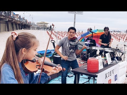 """""""Dance Monkey"""" - 2 Violins and Drums - Street performance - Tones and I"""