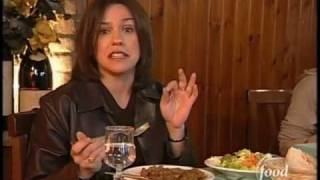 Food Network - Rachel Ray Siena Italy(Rachel Ray discovers one of the many experiences that could be part of an Italy By Vespa luxury tour! Visit us at www.ItalyByVespa.com today!, 2009-04-16T06:32:58.000Z)