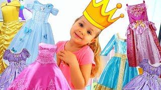 ديانا تتظاهر باللعب بلعبة عربة الأميرة