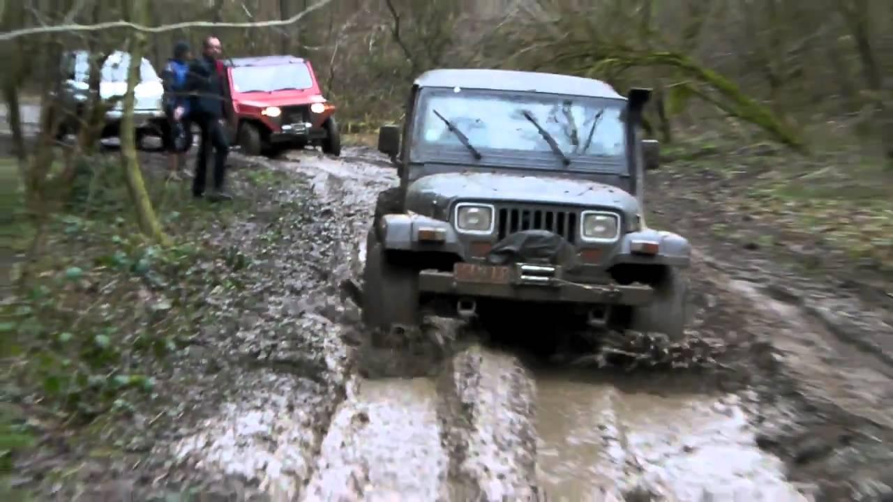 4x4 Mahindra Jeep Wrangler Et Poncin Passe Un Bourbier