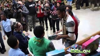 Anthony Santos entrega juguetes en manhattan, la cura con dj ciclon.