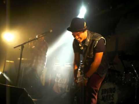 Phillip Laurence & the band pranking Bruno Mars