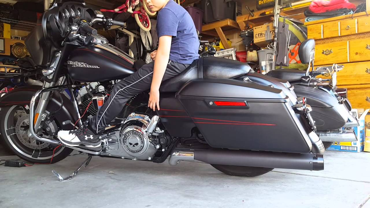- 2015 Street Glide With Air Ride - YouTube
