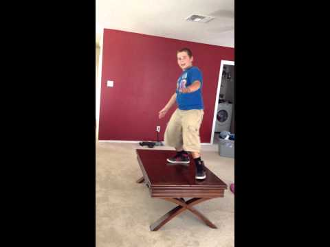 Boy dances to Apple Bottom Jeans