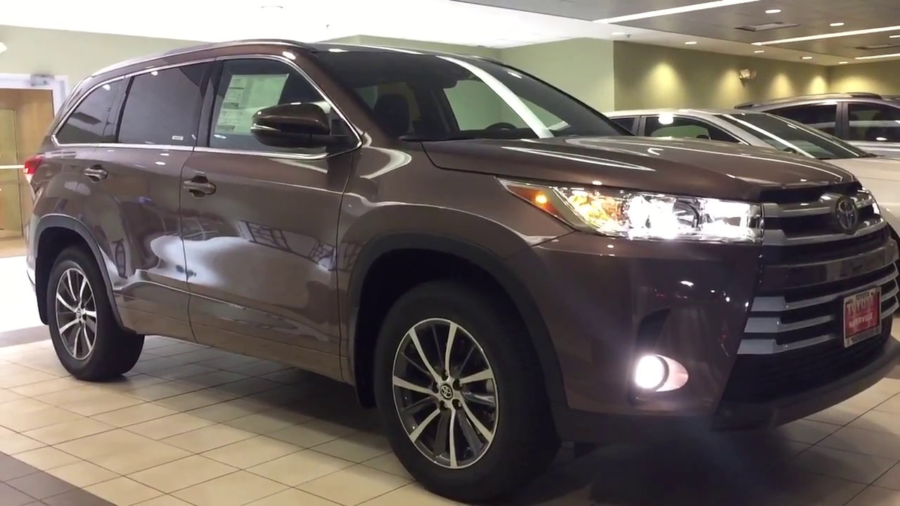 2017 toyota highlander xle awd 8 speed automatic start up and walk around youtube. Black Bedroom Furniture Sets. Home Design Ideas