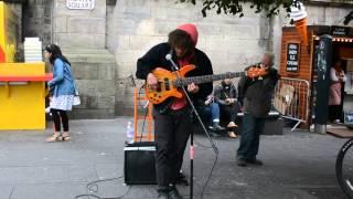 Bass Playing Street musician Edinburgh Fringe Festival 2014