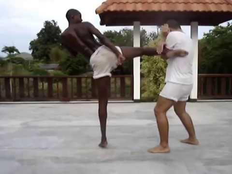 Muay Thai Sangha Training - 10 Different Ways to Deal With the Round Kick