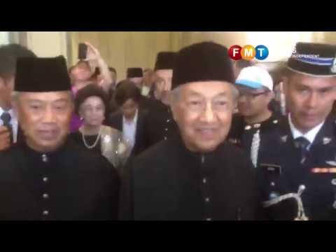 Dr M dan Muhyiddin menuju ke Istana Negara