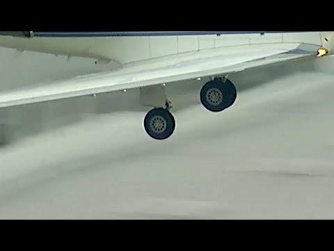 شاهد: هبوط اضطراري لطائرة فقدت إحدى عجلاتها  - نشر قبل 5 ساعة