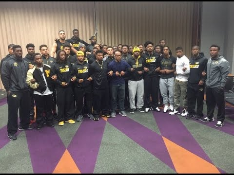 Missouri Tigers football players boycott University/ claims racism on campus