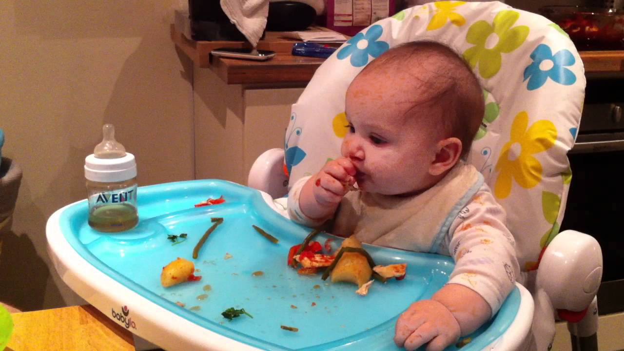 Baby-Led Weaning - 6 months - YouTube