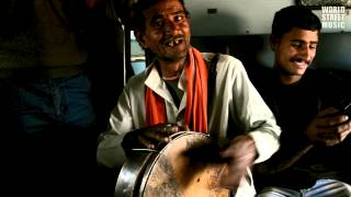Rajasthani song with Dafli in Indian Train (HD)