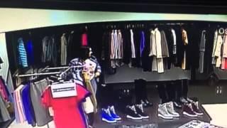 Укравшую дубленку из бутика женщину разыскивает актауская полиция(Сотрудники правопорядка разыскивают женщину, совершившую кражу в одном из бутиков ТУ «Астана». Неизвестна..., 2016-02-24T07:48:47.000Z)