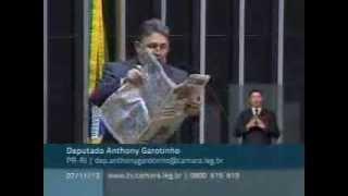 Baixar Garotinho rasga jornal O Globo na tribuna da Câmara