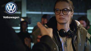 Cara Delevingne, a rendező és a T-Cross